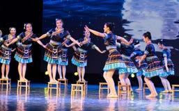 挥动的舞蹈土家族国籍 库存照片