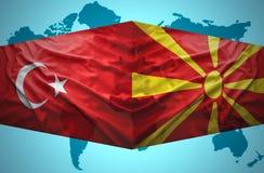 挥动马其顿和土耳其旗子 向量例证