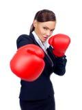 挥拳的坚定的女实业家 免版税库存图片