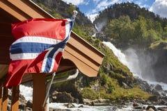 挪威双瀑布 可用的标志玻璃挪威样式向量 Latefossen 参观挪威 库存照片
