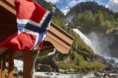 挪威双瀑布 可用的标志玻璃挪威样式向量 Latefossen 参观挪威 库存图片