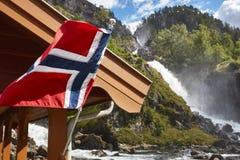 挪威双瀑布 可用的标志玻璃挪威样式向量 Latefossen 参观挪威 免版税库存照片
