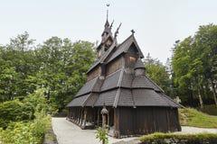 挪威坟园和梯级教会屋顶 Fantoft 冰山 Norw 免版税库存图片