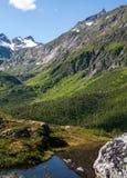 挪威山湖 免版税库存图片