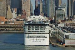 挪威星在纽约港 免版税图库摄影