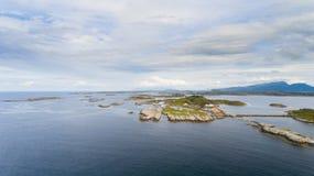 挪威海岸风景空中寄生虫视图 免版税图库摄影