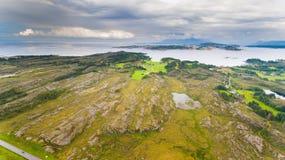 挪威海岸风景空中寄生虫视图 免版税库存图片