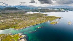 挪威海岸风景空中寄生虫视图 图库摄影