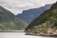 挪威海湾横向 巡航旅行 参观挪威 旅游业 库存照片