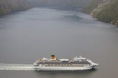 挪威海湾横向 巡航旅行 旅行挪威 旅游业 库存照片