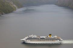 挪威海湾横向 巡航旅行 旅行挪威 旅游业 库存图片