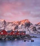 挪威海湾的议院在日出期间 免版税库存图片