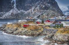 挪威渔小屋村庄在Hamnoy在早期的春天在Lofoten海岛 免版税库存照片