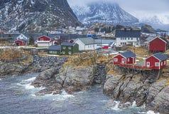 挪威渔小屋村庄在Hamnoy在早期的春天在Lofoten海岛 免版税库存图片
