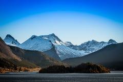 挪威的山 免版税库存照片
