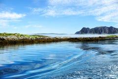 挪威的岩质岛 免版税库存照片