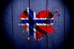 挪威的旗子以心脏的形式在黑暗的背景 免版税图库摄影