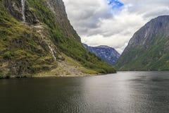 挪威的最狭窄的海湾 免版税库存照片