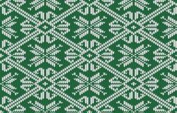 挪威语编织了与雪花的样式在葡萄酒绿色 库存图片