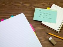 挪威语;学会在笔记本的新的语言文字词 库存图片