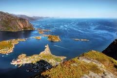 挪威, Lofoten海岛,海岸风景山海湾 免版税库存照片