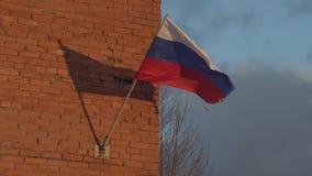 振翼在风的俄国旗子 股票视频