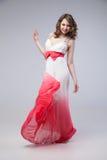 振翼的礼服的典雅的女孩 免版税库存图片