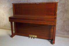 挺直的钢琴 库存照片