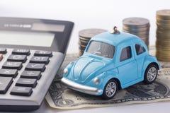 挽救金钱的概念旅行的,买一辆梦想中的汽车和汽车 库存图片