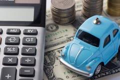 挽救金钱的概念旅行的,买一辆梦想中的汽车和汽车 库存照片