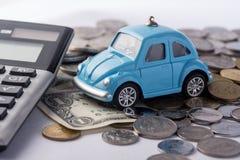 挽救金钱的概念旅行的,买一辆梦想中的汽车和汽车 免版税库存图片