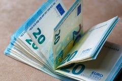 捆绑相当20欧元价值的金钱在浅褐色的背景 免版税图库摄影