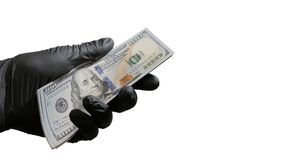 捆绑美元在一只男性手上在一副黑手套 违反法律,腐败的概念的设计的对象, 免版税库存照片