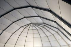 捆结构的天花板在建造场所的 免版税库存照片