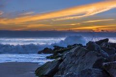 捉住在新泽西岸的波浪 免版税库存照片