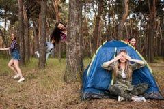 捉迷藏旅游休闲比赛概念 图库摄影