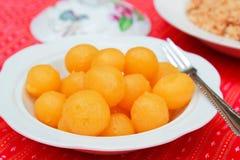捏的金蛋黄,泰国点心。 免版税库存图片