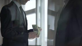 捐赠慈善捐献现金的商人,事务繁荣  股票录像