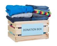 给捐赠箱子穿衣 库存图片
