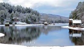 捕鱼冰湖冬天 库存图片