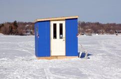 捕鱼房子冰 库存照片