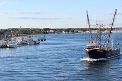 捕鱼拖网渔船出去在日的, 2012年9月15日, Galillee,罗德岛 库存图片