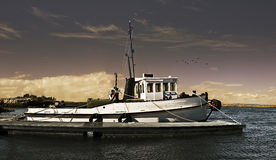 捕鱼拖网渔船 免版税库存照片
