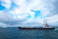 捕鱼拖网渔船 免版税图库摄影