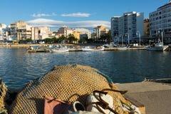 从捕鱼港口的典型的地中海镇 L'Ampolla 免版税库存图片