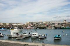 捕鱼港口的看法在Peniche,葡萄牙 库存图片