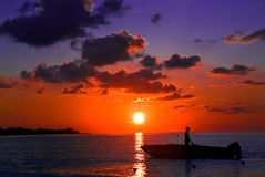 捕鱼牙买加negril日落 免版税图库摄影