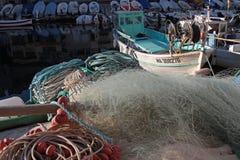 捕鱼网和小船在马赛 免版税库存图片