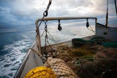 捕鱼网和装配在一艘捕鱼船的船尾 库存图片