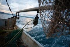 捕鱼网在一艘小捕鱼船的甲板 免版税库存照片
